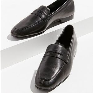 UO Leather Loafer | Black | Size 39
